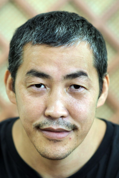Амаду Мамадакову сейчас 42 года