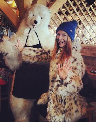 Наталья Подольская носит пальто из меха рыси