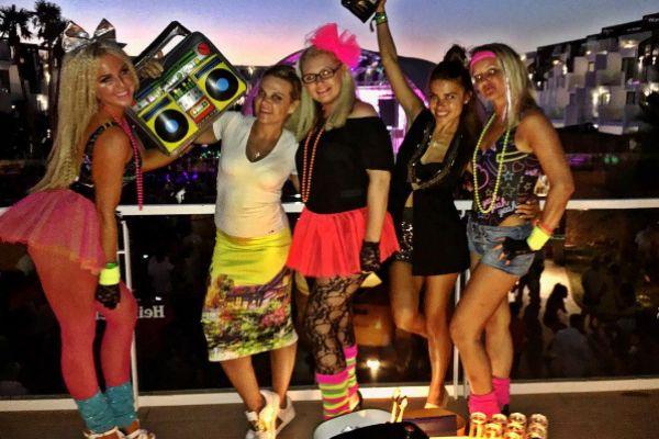 Галина Ржаксенская вместе с подругами зажгла на вечеринке в стиле 80-х