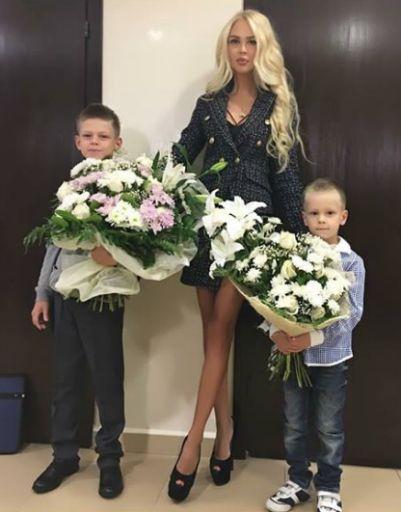 Мария Погребняк с сыновьями