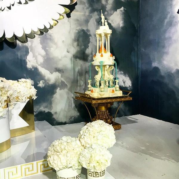 Все пространство усадьбы было декорировано предметами, отсылающими к временам Эллады