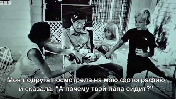Молодой Стивен Хокинг с близкими людьми