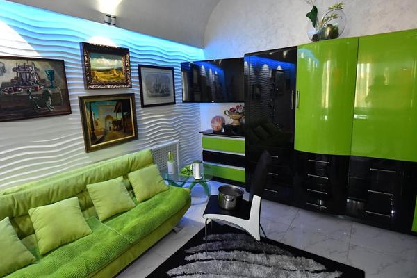 Яркий дизайн квартиры Алибасова