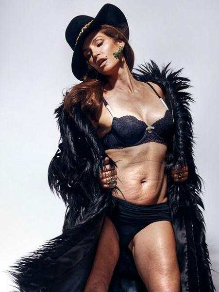 Новости: Синди Кроуфорд не стесняется дряблого тела – фото №2