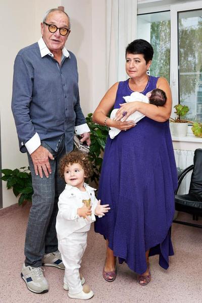 Эммануил Виторган и его жена показали фото со второй дочерью