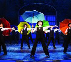 В Москве состоится премьера мюзикла «Поющие под дождем»