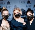 «Фабрика» в масках, Дайнеко в «старом» наряде и Ковальчук без макияжа: звезды на препати премии «ЖАРА»