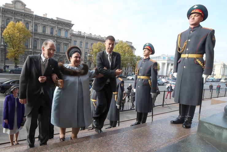 Мать жениха княгиня Мария Владимировна пришла поздравить сына
