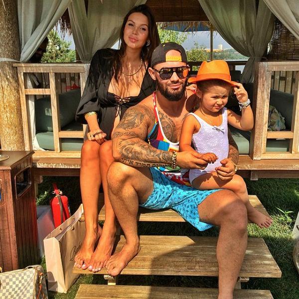 Джиган с женой и дочкой Ариэлой