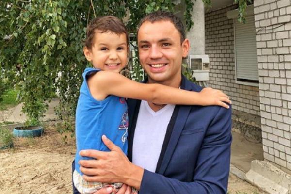 Сейчас 35-летний Александр рад, что может видеть ребенка в рамках телешоу