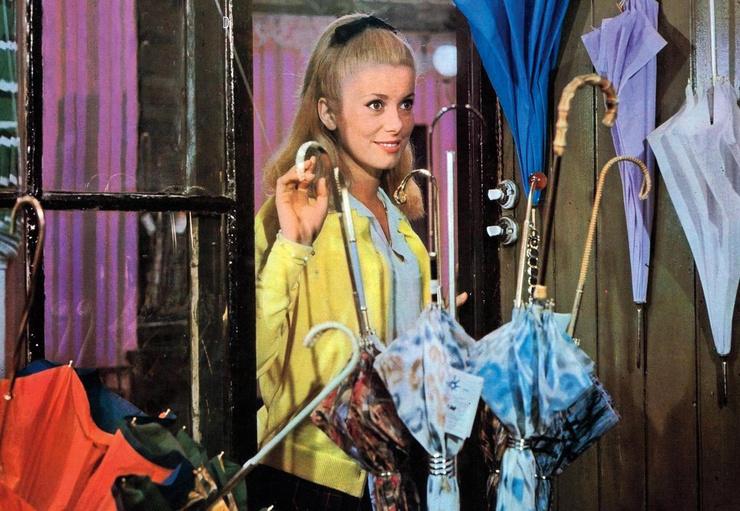 Роль в мелодраме «Шербурские зонтики» прославила актрису