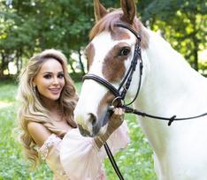 Жених подарил Анне Калашниковой лошадь, снимавшуюся в сериале «Великолепный век»