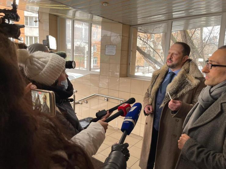 Сторону Бари Каримовича в суде представляли адвокаты Александр Бенхин и Георгий Шатворян