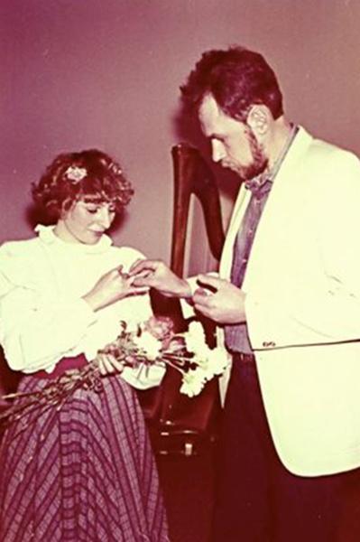 Первый брак певицы с океанологом Ильей был фиктивным
