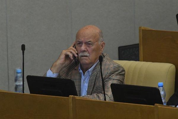 С 1993 года Станислав Говорухин был депутатом Госдумы