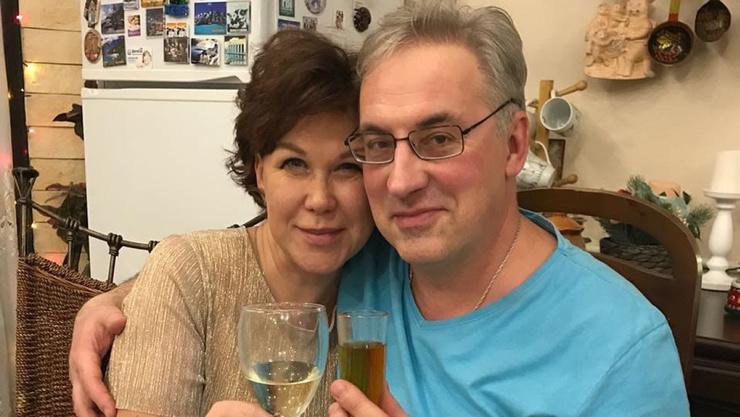 Тепло приняла детей и помогла пережить смерть супруги. Что известно о новой жене Андрея Норкина