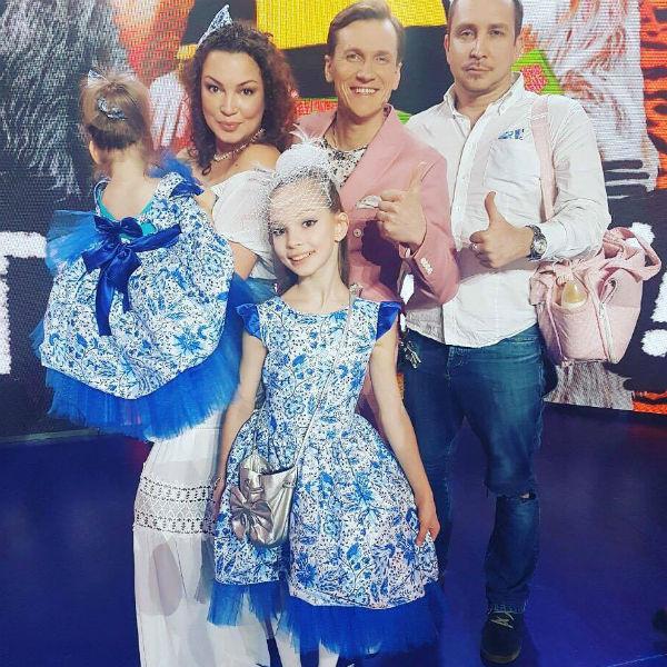 Семья Данко с участником «Уральских пельменей»