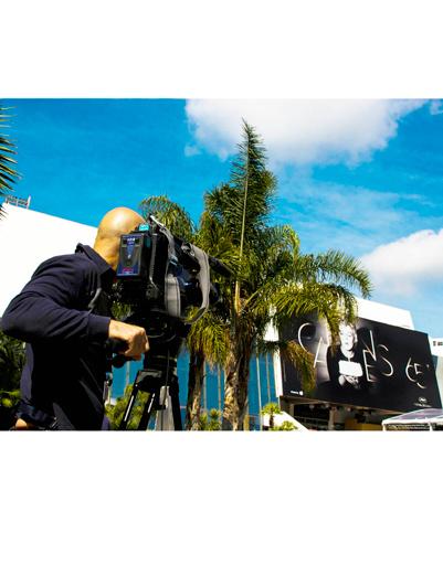 Журналисты уже ведут из Канн прямые репортажи