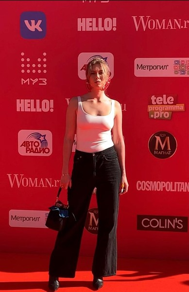 Юлия Коваль появилась в простой майке и джинсах