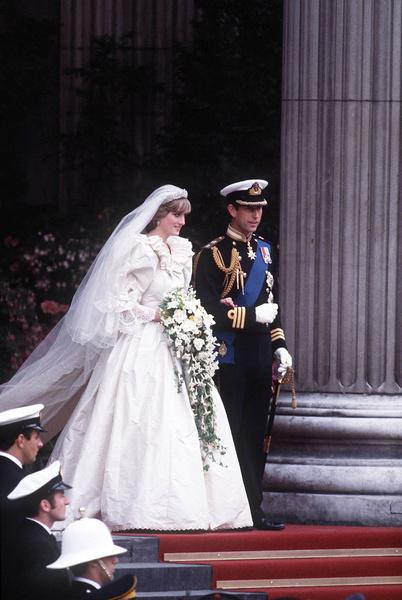 Жабо, рюши и бантики! Стилист Светланы Лободы назвал худшие свадебные платья звезд