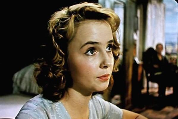 Самой яркой ролью актрисы называли Свету из «Сверстниц»