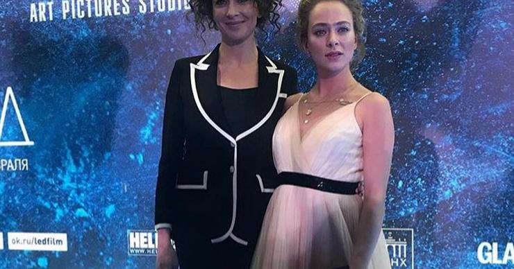 Аглаю Тарасову заподозрили в беременности