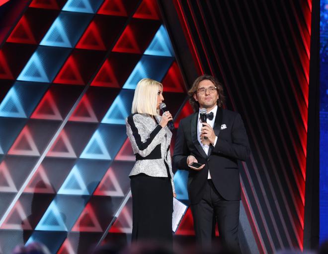 Ведущие концерта Лера Кудрявцева и Андрей Малахов