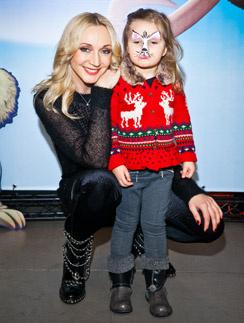 Кристина Орбакайте с дочерью Клавой на премьере шоу «Ледниковый период»