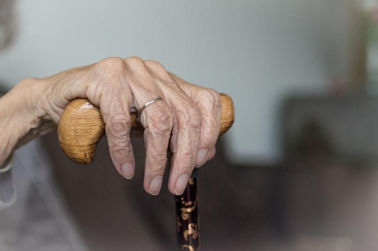 Внук морил бабушку голодом