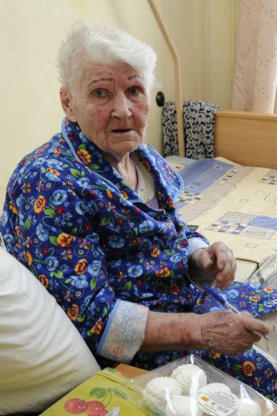 В последний раз Тоню Бровкину дочка забирала домой в мае