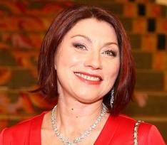 «Тело стареет, а грудь стоит – смешно!»: Роза Сябитова избавится от имплантов