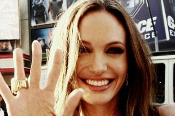Юрий Лоза предположил, что в нем три Анджелины Джоли