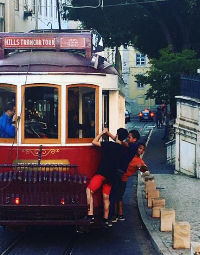 Трамваи являются достопримечательностью Португалии