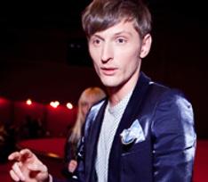Павел Воля провел ночь в компании роковой блондинки