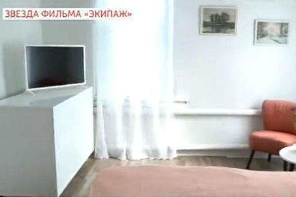 Дизайнеры специально выбрали светлые тона, чтобы дом казался более уютным