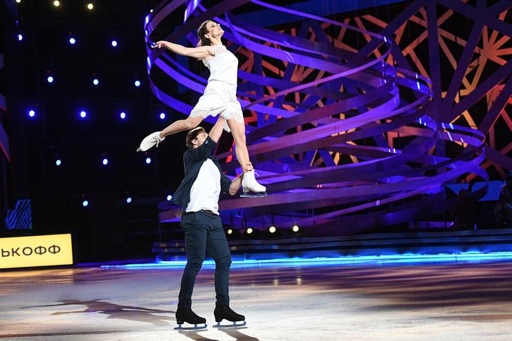 Сегодня пара Марии Петровой и Дмитрия Сычева получила долгожданные 12 баллов! Жюри особенно отметило невероятные поддержки, которые с легкостью выполняет бывший футболист
