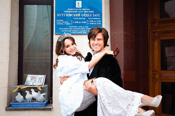 На подачу заявления в ЗАГС они с Анной пришли в свадебных нарядах, но до росписи их союз не дожил