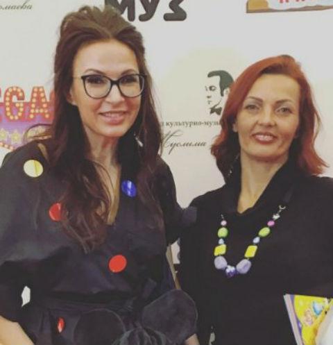 Эвелина Бледанс с сестрой Дианой