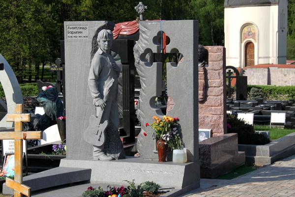9 декабря 2012 года на Троекуровском кладбище был открыт памятник Александру Барыкину