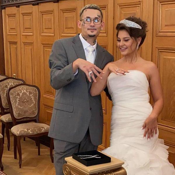 Ивлеева в образе вдовы и Собчак в платье провинциалки: странные наряды звезд на свадьбе Моргенштерна