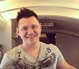 Солист группы «Корни» Алексей Кабанов публично извинился за оскорбления модели в Сети