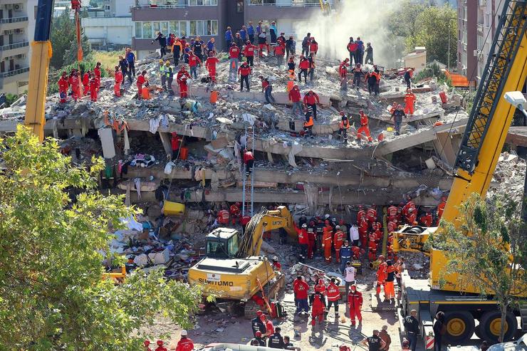 Спасатели продолжают искать выживших