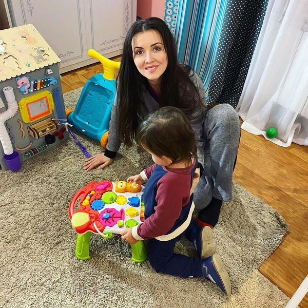 Алеса Качер с сыном Сандро