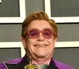 Элтон Джон со слезами прервал концерт из-за пневмонии