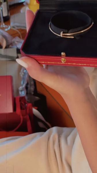 Самым запоминающимся подарком стало украшение от Cartier
