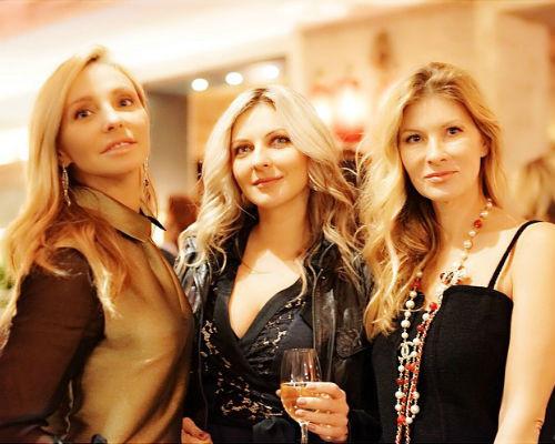 Татьяна Навка с подругой Юлией и Милой Митволь