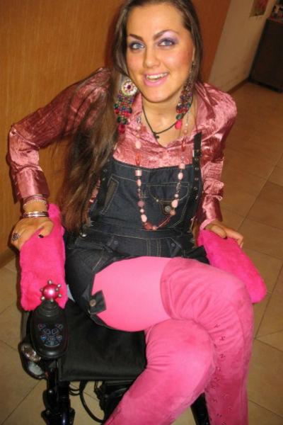 После аварии 2007 года Дарья прикована к инвалидному креслу