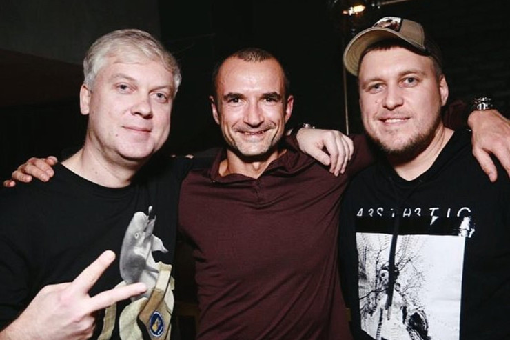Страница Орлова пестрила снимками со звездами: в 2010 году он решил попробовать себя в киноиндустрии.  Он основал компанию и снял несколько успешных фильмов, таких как «Бедуин» и «Быстрая Москва-Россия».