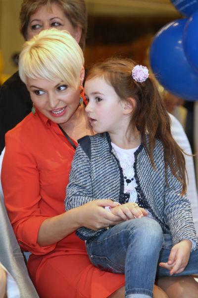 Сейчас дочери певицы Эмилии 10 лет