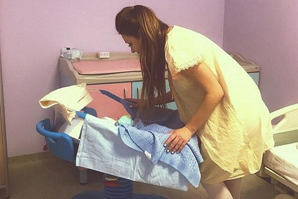 Алена Рапунцель планирует найти ребенку нового отца
